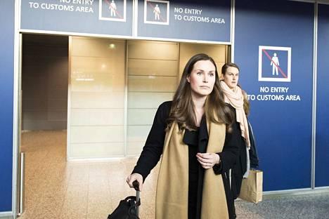 Sanna Marin palasi Suomeen Brysselistä.