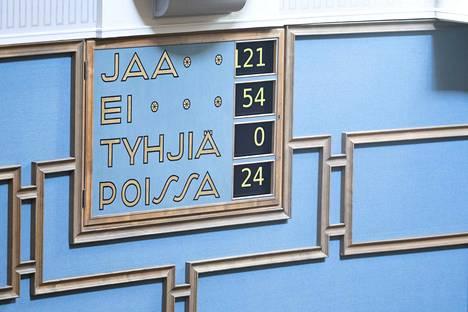 Kirjoittaja on huolissaan siitä, mille tielle perussuomalaisten Juha Mäenpään syyttämättä jättäminen sysää koko Suomen ja oikeusvaltion periaatteet.