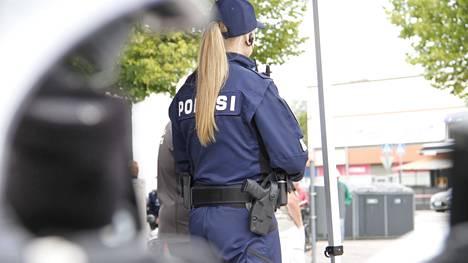Poliisi valvoo kansalaisten liikennekäyttäytymistä erityisesti suojateillä keskiviikkona 6. lokakuuta.