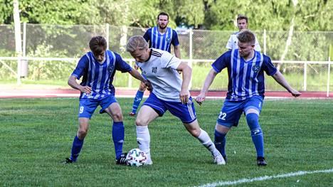 Eetu Tapanainen piti vastustajan ahtaalla läpi ottelun ja alusti molemmat JanPan maalit.