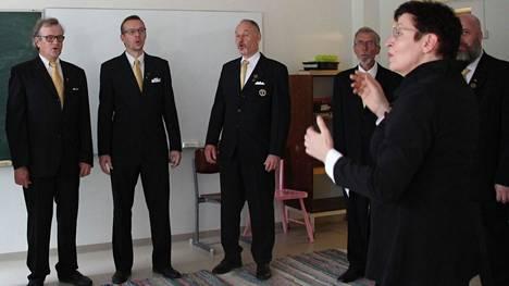 Tervakosken mieskuoro valmistautuu perinteiseen itsenäisyyspäivän aaton konserttiin.