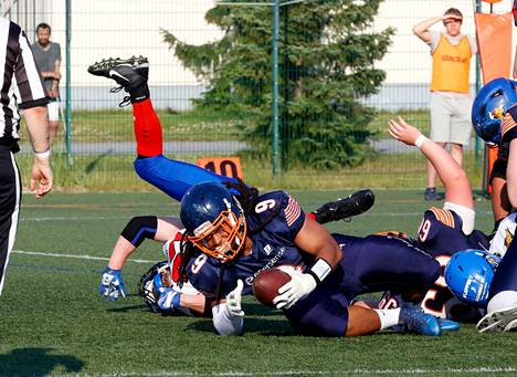 Bears (Romello Herbin) taistelee lauantaina kotikentällään kärkijoukkue Saintsia vastaan.