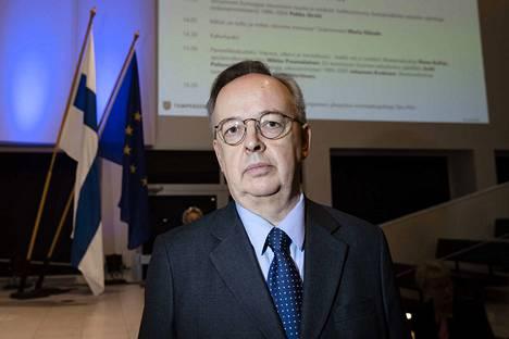 Hallitusneuvos Pekka Järviö oli kansainvälisten asioiden ylijohtaja sisäasianministeriössä 1996 -2004.