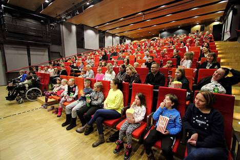 Koronan takia katsojia otetaan näytöksiin 120 eli noin puolet helmikuun Heinähattu ja Vilttitossu -esitysten yleisömäärästä.