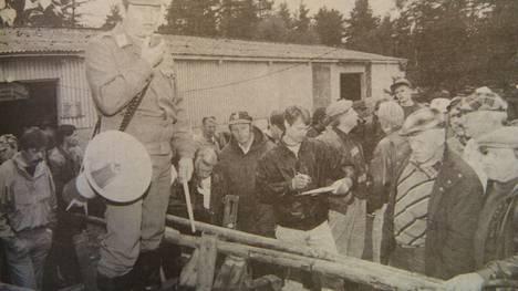 Meklarina toimi ylivääpeli Jorma Rytkönen. Huutokauppa alettiin rekien ja kärryjen myynnillä.