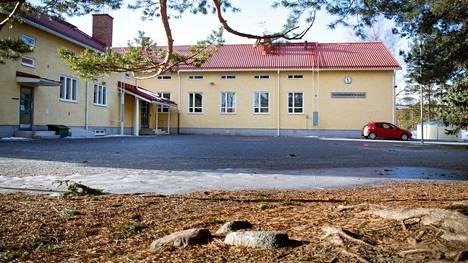 Tuorsniemen koulu arkistokuvassa.