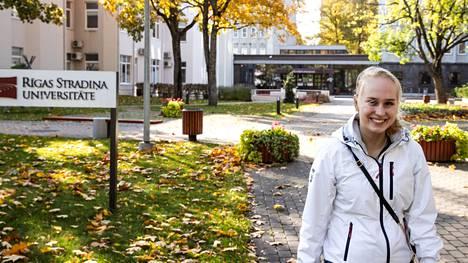 Mirel Heinonen aloitti tänä syksynä opinnot Rigas Stradina Universitate -yliopistossa Latvian pääkaupungissa Riiassa. Opinnot suoritetaan kokonaan englanniksi. Hän vieraili yliopistokampuksella ensimmäistä kertaa lokakuun ensimmäisellä viikolla.