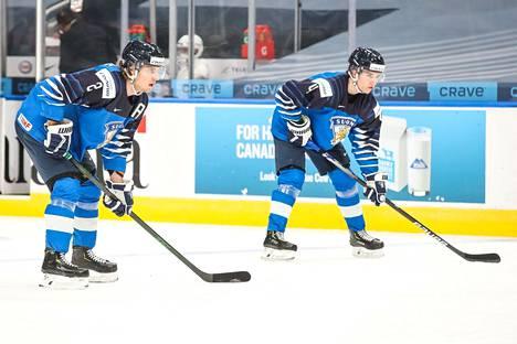Santeri Hatakka (vas.) ja Ville Heinola kantavat isoa vastuuta Suomen alakerrassa. Kaksikko pelasi yhdessä jo vuosi sitten.