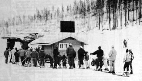 Juupavaaran hiihtohissejä jouduttiin välillä pysäyttämään, kun tähän asti kuormittumattomat vaijerit venyivät lopulliseen mittaansa ja niitä kiristettiin. Se aiheutti jonkin verran jonotusta hisseille.