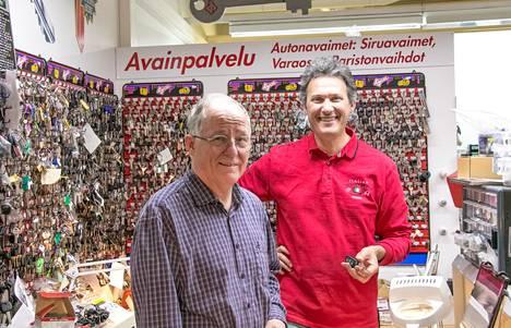 Ismo Vainion isä perusti suutarinliikkeen Poriin jo vuonna 1946. Nyt eläkkeelle siirtyvä Vainio on löytänyt jatkajan perinteikkäälle liikkeelleen.