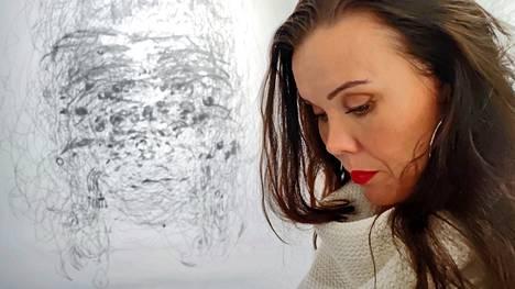 Katriina Haikala piirtää muotokuvia naisista, jotta he jäisivät taiteen historiaan. Social Portrait – Women Only -projektilla hän haluaa saada aikaan visuaalista muutosta perinteisiin maskuliinisiin vallan edustumiin.