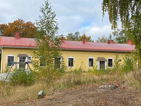 Hopun koulun vanhassa osassa on toiminut aikoinaan koulutoimisto.
