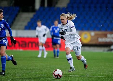 Linda Sällström viimeisteli karsintojen kymmenennen maalinsa.