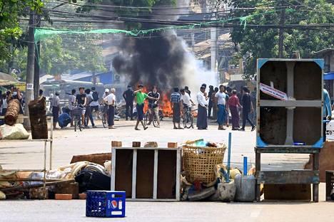 Lähes 90 ihmistä on surmattu Myanmarissa armeijan muistopäivän mielenosoituksissa.