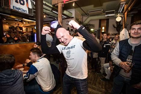 Tatu Leppänen tuuletti Suomen 1–1-osumaa.