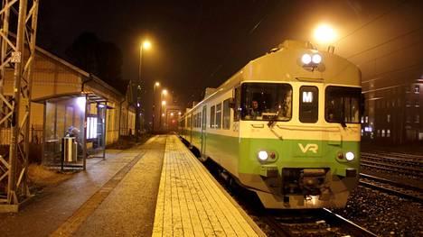 Mobiilisovelluksesta ostettu linja-auton kertalippu alkaa kelvata maksuvälineeksi myös lähijunissa 4. tammikuuta.