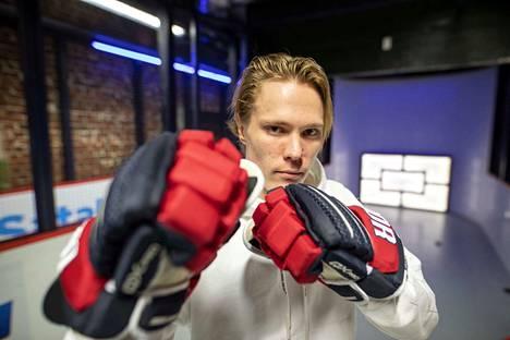 Kun kausi alkoi, Ässissä oli kolme ruotsalaispelaajaa. Nyt jäljellä on vain alakerran taitoniekka Jakob Stenqvist.