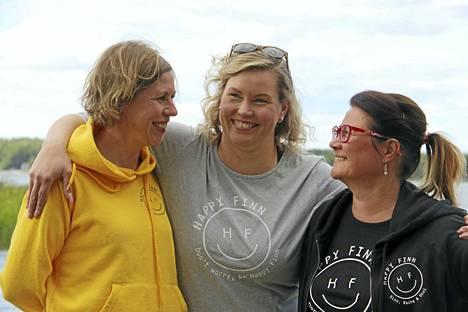 Anne Angervo, Jenni Rautsala ja Kirsi Viro pitävät siitä, että voivat jakaa töihin liittyvät pulmat yhdessä. Kiperät tilanteet ratkaistaan silloin tällöin skumppapullon ääressä.