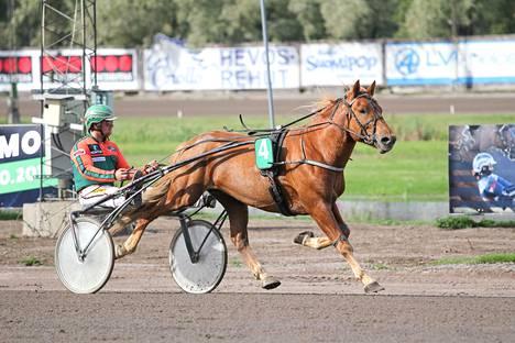 Antti Tupamäki ja Ruopas täydensivät Keijo Ahosen hevosten voitokasta Seinäjoen iltaa.