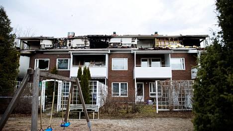 Villilänniemessä sijaitsevassa neljän asunnon rivitalossa syttyi tulipalo maanantaina aamupäivällä. Asunto, jossa palo syttyi kärsi laajoista palovahingoista. Kolme muuta asuntoa kärsi vesivahingoista.