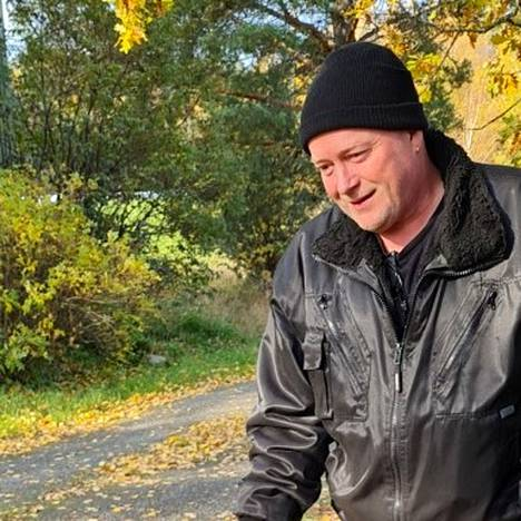 Timo Hartell oli tarkka siitä, kenelle ja millaiseen kotiin hän koiranpentuja luovutti.