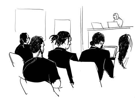 Rakim Mayers (vas.) taiteilijan kuvaamana oikeusistunnon aikana Tukholmassa perjantaina oikealla puolellaan puolustusasianajaja Slobodan Jovicic.