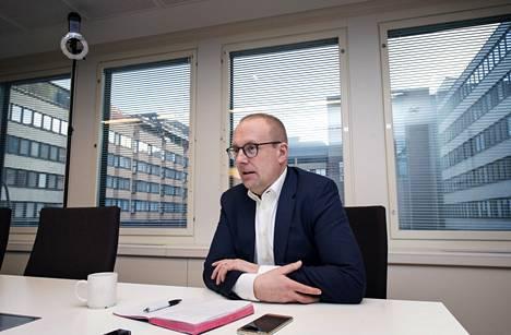 SAK:n puheenjohtaja Jarkko Eloranta varoittaa työnantajien hajota ja hallitse -taktiikan seurauksista.
