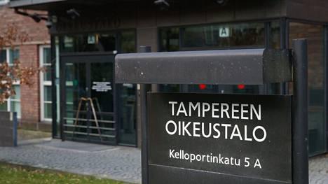 Pirkanmaan käräjäoikeuden piha kuvattu Tampereella 4. marraskuuta 2020.