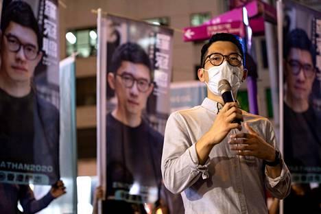Nathan Law puhui toimittajille 19. kesäkuuta, jolloin hän vielä oli Hongkongissa.