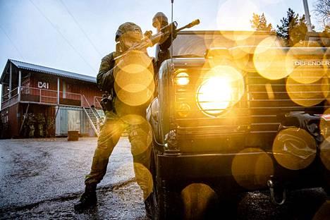 Tilanne on päällä Roihupellon suljetulla harjoitusalueella Helsingissä. Kuva on Puolustusvoimien meneillään olevasta pääsotaharjoituksesta Kaakko 19:stä.