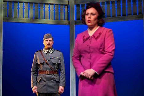 Porin teatterissa perjantaina kello 13 alkanut Mannerheim ja saksalainen suudelma jää teatterin kevään viimeiseksi esitykseksi. Esitystoiminta lopetetaan kevään ajaksi koronaviruksen leviämisen ehkäisemiseksi.