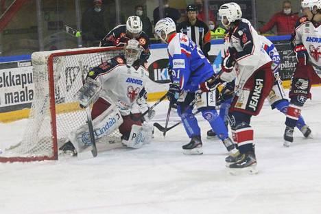 SaPKo otti KeuPasta niskalenkin voittamalla Ihmisten joukkueen Suomen Cupin ottelussa sunnuntaina. Joukkueet kohtaavat Mestiksen sarja-avauksessa 24.9. Savonlinnassa.