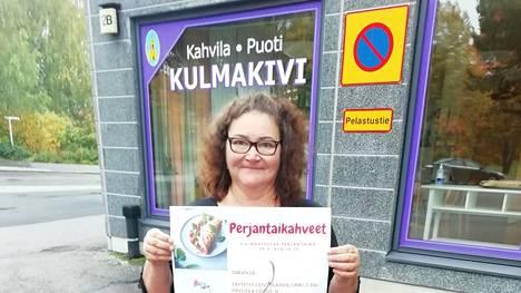 Taina Launiainen iloitsee Perjantaikahveet-tapahtuman saamasta hyvästä vastaanotosta Nokialla.