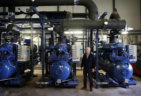 Säkyläläinen Pakkasvakka on iso sähkön ostaja. Toimitusjohtaja Tuure Hulmi kertoo, että kompressorit kuluttavat paljon sähköä.