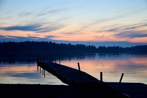 Auringonlasku Suomessa.