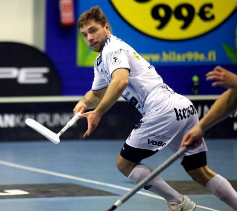 Joni Henttonen teki kaksi maalia KrP:lle näätäpaitojen tappioon voittolaukauskisan jälkeen päättyneessä ottelussa.