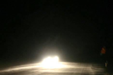 Kello 9.00 aikaan vt 8:lla lunta oli Merikarvian korkeudella enää ojanpientareilla.