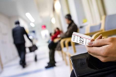 Rinteen hallituksen mukaan hoitotakuuta tiukennetaan, jolloin perusterveydenhuollon kiireettömään hoitoon täytyy päästä viikossa.
