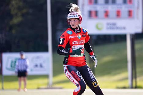 Henna Juka oli Pesäkarhujen ykköspalkittu keskiviikon ottelussa Tahkoa vastaan Hyvinkäällä.