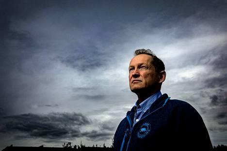 Jäätyään merivartiostosta eläkkeelle Mikko Simola on jatkanut rov-töitä teollisuuden parissa. Pinnan alla nähdyt kohtalot eivät ole myöskään saaneet häntä lopettamaan sukellusharrastusta.