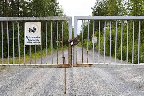 Oriveden kultakaivos ei enää ole toiminnassa, vaan siellä tehdään ainoastaan tarkkailutoimia. Kuva portilla otettiin 15.7.2019.