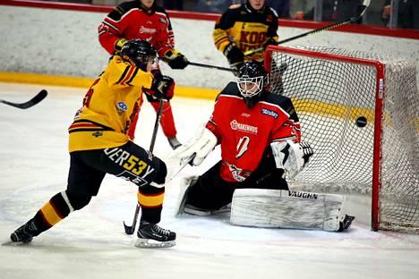 Pyryn maalivahdit onnistuivat hienosti viikonlopun otteluissa. Valtteri Kyllinen torjui Karhu-Kissoja vastaan 45 kertaa, Matias Lehtimäelle (kuvassa) kirjattiin KooVee -ottelussa 49 torjuntaa.