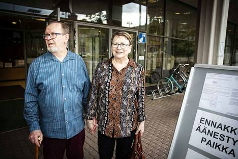 Katri ja Pentti Määttä sanoivat löytäneensä eurovaaliehdokkaan helposti. He äänestivät nyt toista kertaa eurovaaleissa.