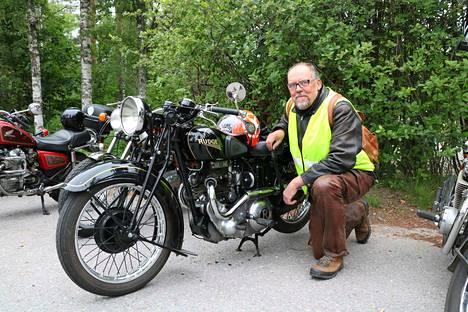 Pentti Seljamon Rudge on osallistujakatraan iäkkäin pyörä, vuosimallia 1936. 1930-luvulla se palveli kilpapyöränä. Seljamo innostui moottoripyöristä 1960-luvun lopulla muun muassa Easy Rider -elokuvan vaikutuksesta.