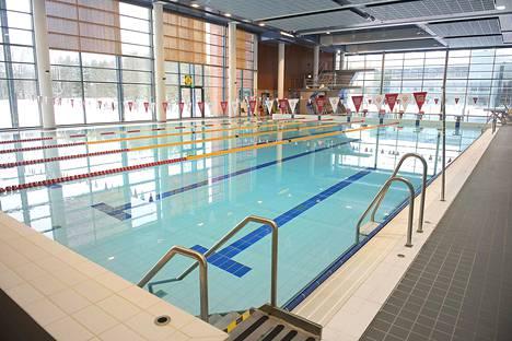 Kalevan uintikeskuksella oli tulipalon alku maanantaina kello yhdentoista aikaan aamupäivällä, jonka seurauksena uimahalli jouduttiin tyhjentämään. Arkistokuva.