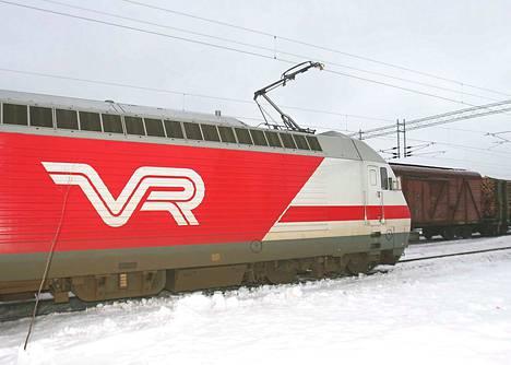 Sähköistetty rata mahdollistaa entistä suuremmat junakoot rikasteraaka-ainekuljetuksille, jolloin sama määrä raaka-ainetta voidaan kuljettaa pienemmällä junamäärällä.