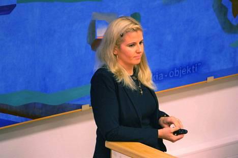 Nokian kaupungin sivistysjohtaja Pauliina Pikka arvioi syytteen nostamisessa näkyvän sen, ettei rikos- ja hallinto-oikeuden välinen suhde kunnan toiminnassa ole ihan yksinkertainen.