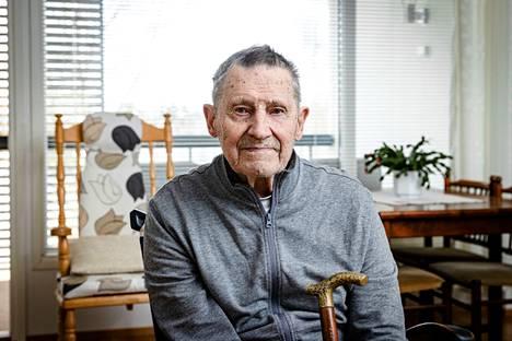 Sastamalalainen Lauri Koski, 97, purjehti 1940-luvun lopulla Atlantin yli Etelä-Amerikkaan. Hän sanoo, ettei pelännyt lähteä piskuisella purjeveneellä ja vailla aiempaa purjehduskokemusta ylittämään valtamerta. –Ei se ole purjeveneen koosta kiinni, vaan rakenteesta. Purjeveneemme oli merikelpoinen, joten sitten mentiin. Halusin nähdä sotavuosien jälkeen vähän maailmaa.