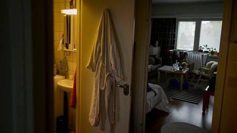 Kotihäpeä on kipeä mutta kovin monia suomalaisia koskettava tunne. Tässä jutussa kaksi kotihäpeää kokevaa kertoo, miksi he kainostelevat kotejaan.