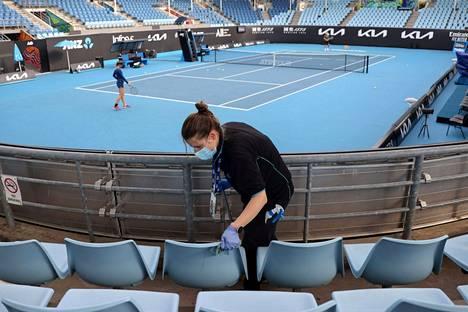 Australian avoimen tennismestaruusturnauksen pitäisi alkaa tulevana maanantaina. Katsomoon tullaan päästämään yleisöä Australian hyvän koronavirustilanteen ansiosta.